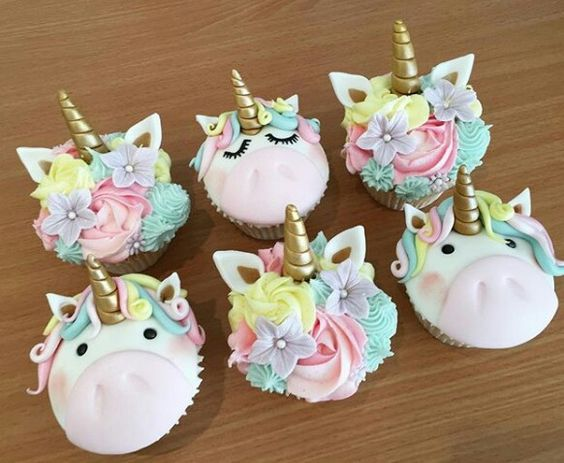 Flowers & Unicorns Cupcakes